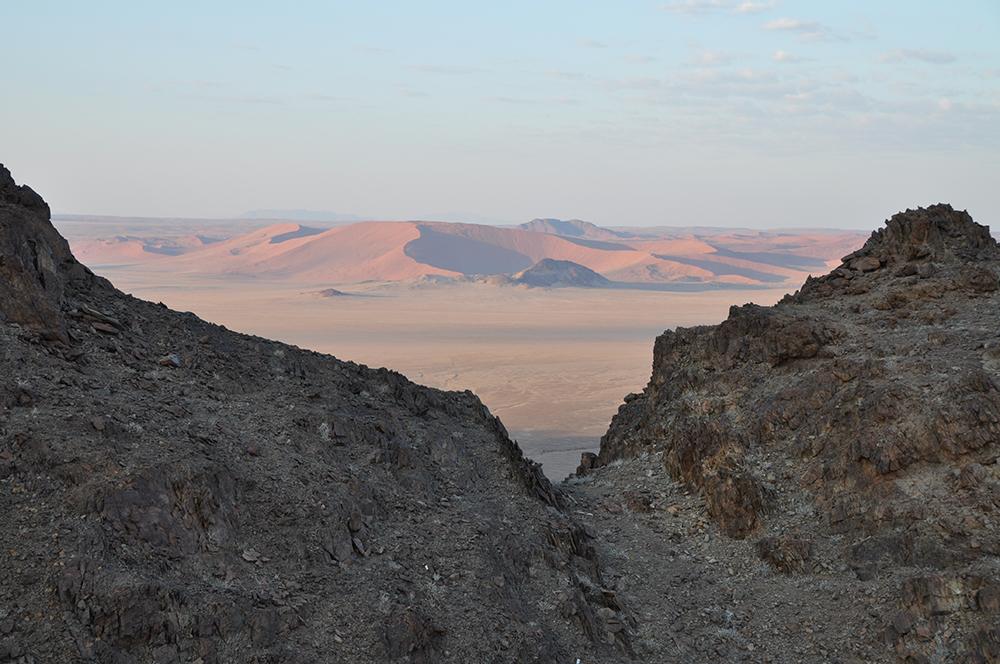 distant-giant-dunes