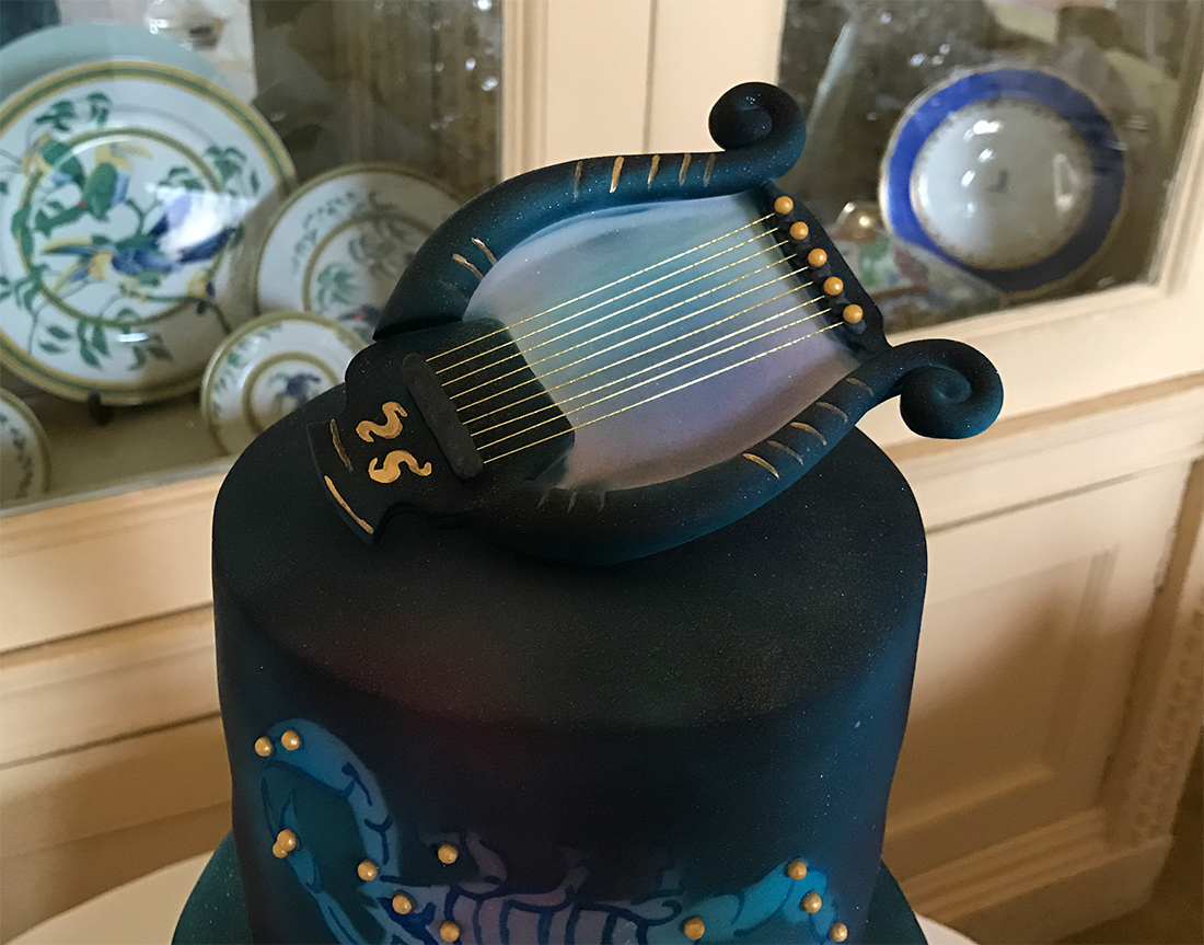 Lyra-Cake-Topper