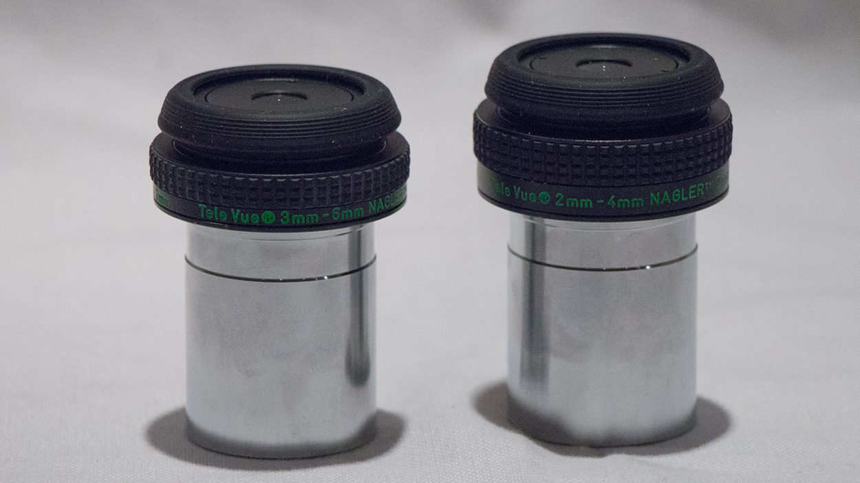 Image of the two Nagler Zoom eyepieces set at the longest focal lengths.